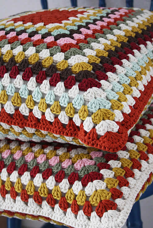 Crochet granny square pillows | Happy in Red