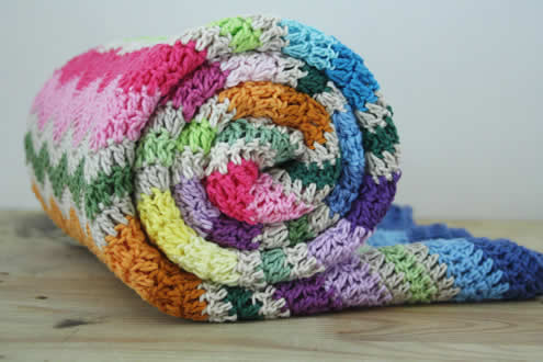 Rainbow ripple stitch blanket | Happy in Red