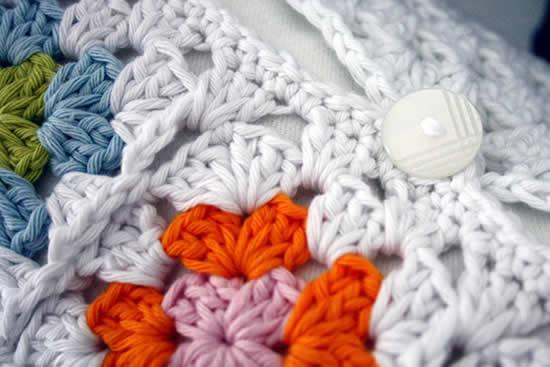 Crochet granny square pillowcase | Happy in Red