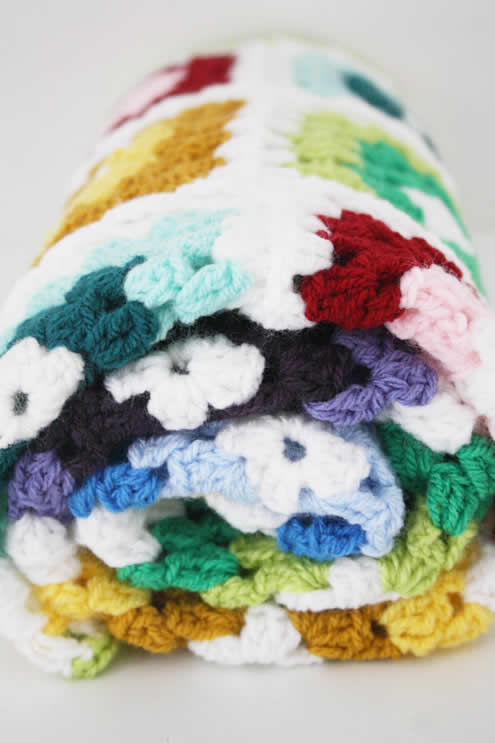 Granny square blanket, rainbow colours | Happy in Red