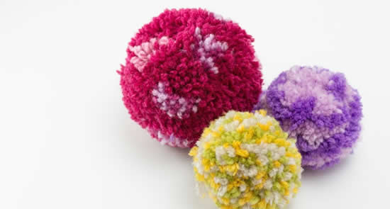 Easy crafting with kids: make pom poms | Happy in Red