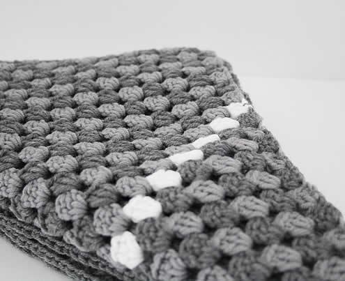 Triange granny scarf crochet patten - Gehaakte driehoeksjaal patroon | Happy in Red