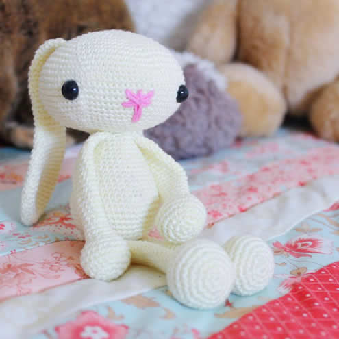 Easter bunny crochet pattern, crochet pattern (photo and pattern by Miss Neriss) | Happy in Red