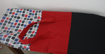 Reversible tote bag, free sewing pattern: assembling the bag   Happy in Red