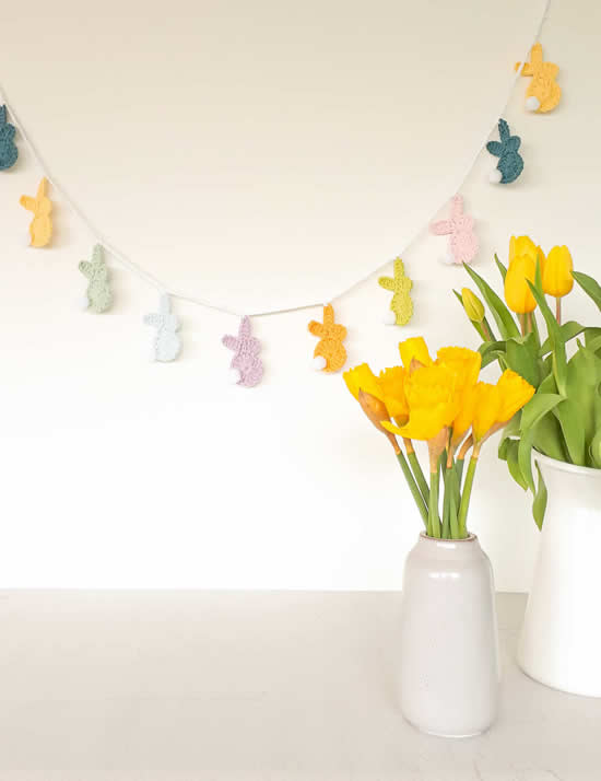 Easter bunny garland, free pattern | Crochet Easter bunny pattern | Happy in Red
