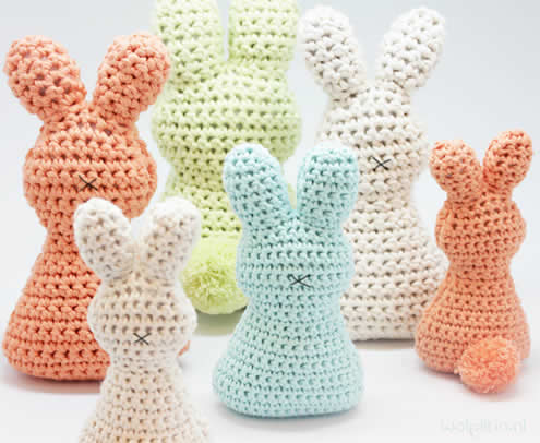 Easter bunny crochet pattern (photo and pattern by Wolplein) | Happy in Red