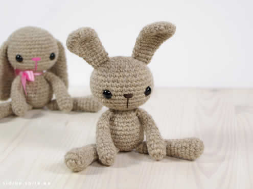 Easter bunny crochet pattern (photo and pattern by Engsidrun) | Happy in Red