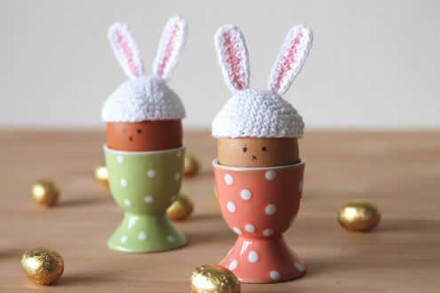 Easter bunny egg hats, crochet pattern (photo and pattern by Haak Maar Raak) | Happy in Red