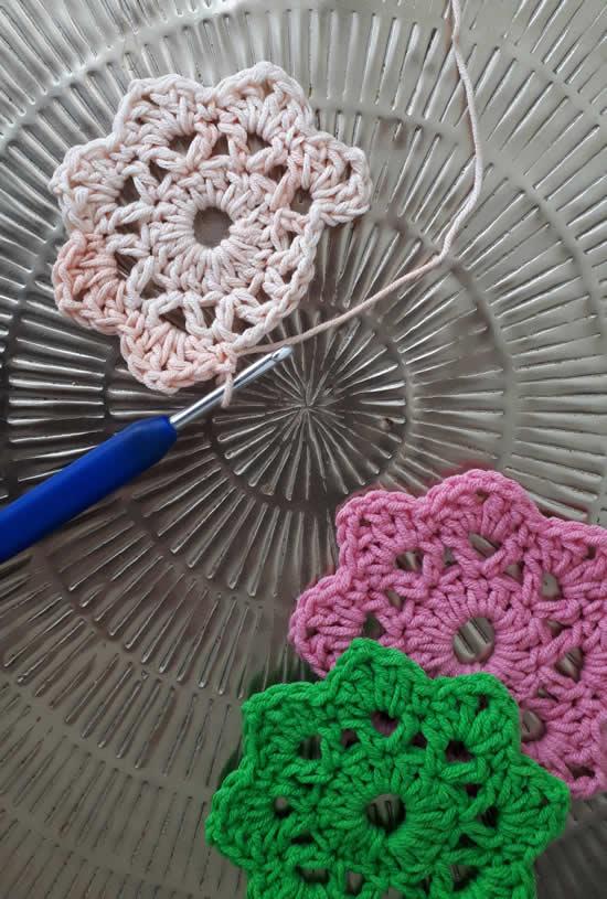 Scheepjes Softfun | Crochet flowers with Scheepjes Softfun | Happy in Red