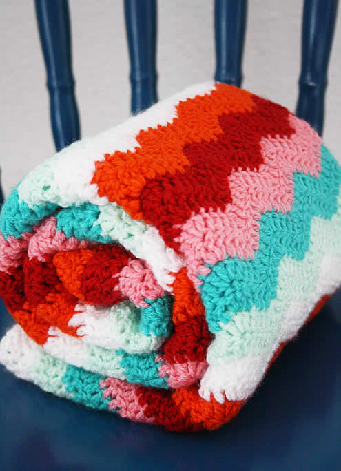 Candy cane crochet blanket | Crochet ripple stitch blanket | Happy in Red