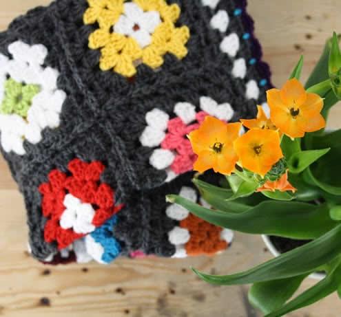 Crochet granny square blanket | Small granny square blanket | Happy in Red