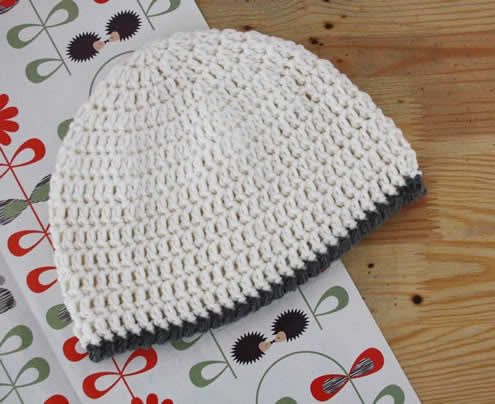 Women's crochet beanie pattern | Free crochet pattern women's beanie | Happy in Red
