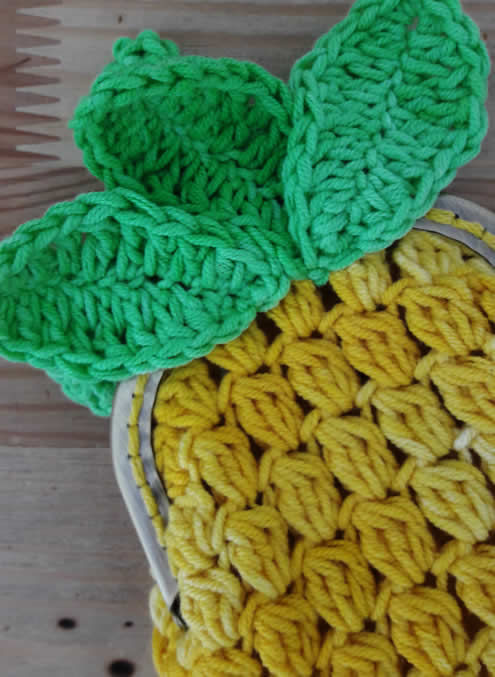 Crochet pineapple coin purse: crochet free pattern | Happy in Red
