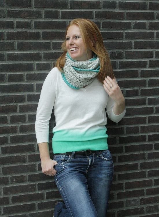 Crochet infinity scarf, free pattern | Happy in Red | Gehaakte cirkel sjaal, gratis haakpatroon