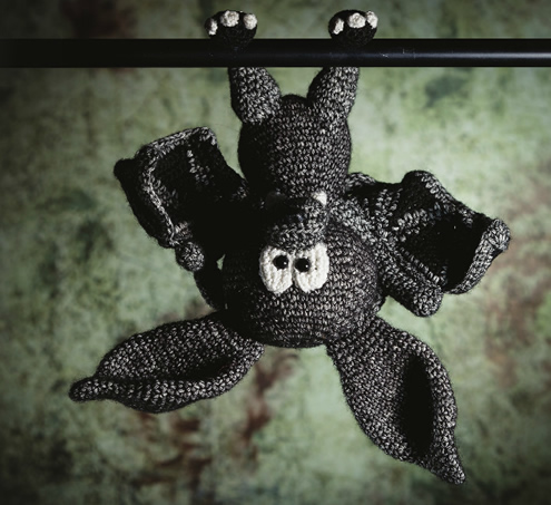 Crochet bat, crochet bat pattern | Amigurumi & Monsters door Tessa van Riet-Ernst