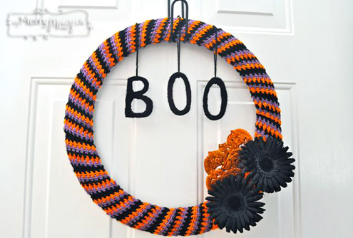 Halloween crochet | BOO, crochet wreath by My Merry Messy Life
