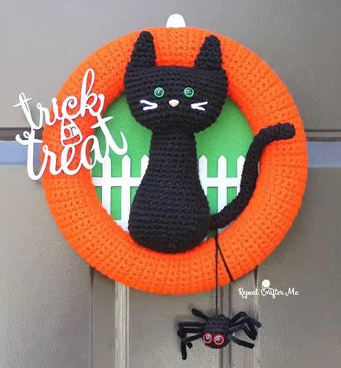 Halloween crochet | Crochet cat wreath, by Repeat Crafter Me