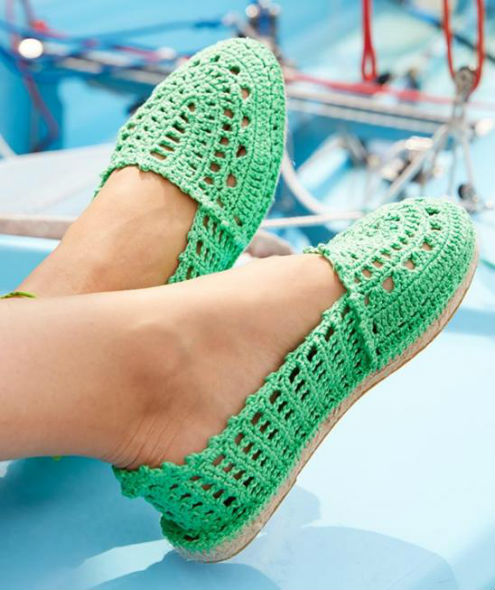Crochet espadrilles made with Catania, photo by Schachenmayr | Happy in Red