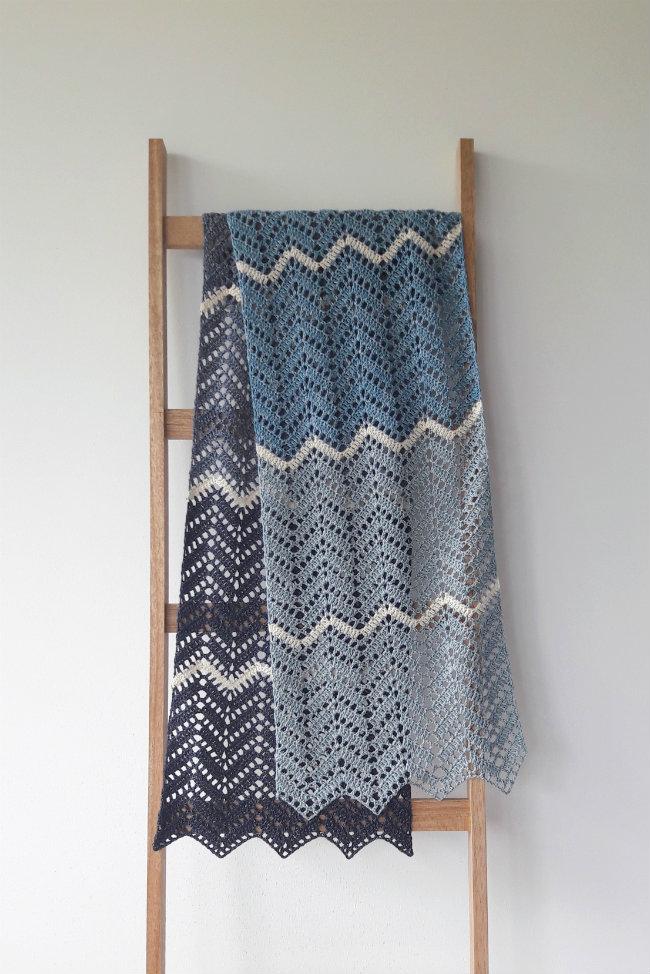 Crochet zig zag shawl | Happy in Red