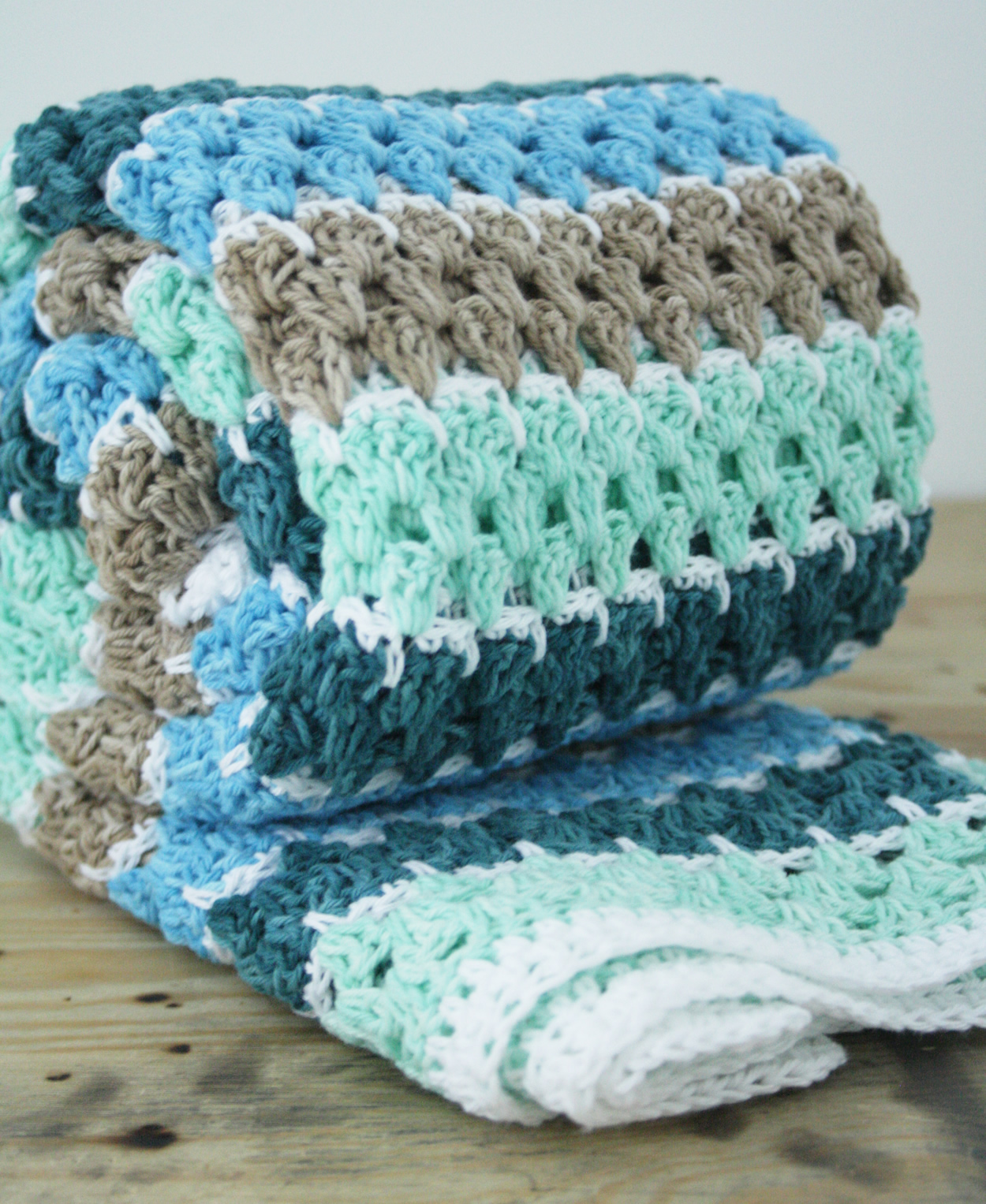 Scheepjes Sunkissed, crochet blanket | Spike stitch blanket, crochet pattern by Happy in Red