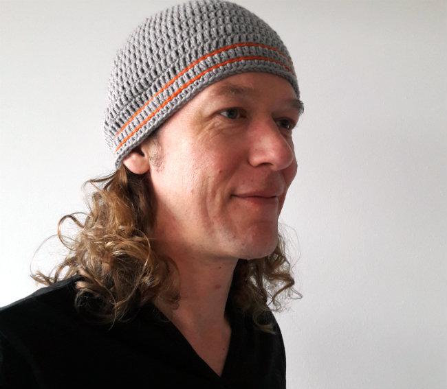 Men's hat crochet pattern, free crochet pattern | Happy in Red