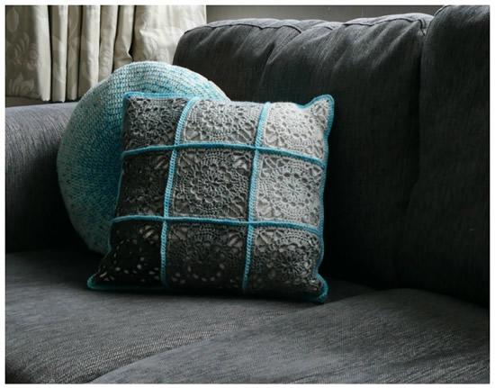 Emma crochet pillow (door Dedri Uys)   Happy in Red