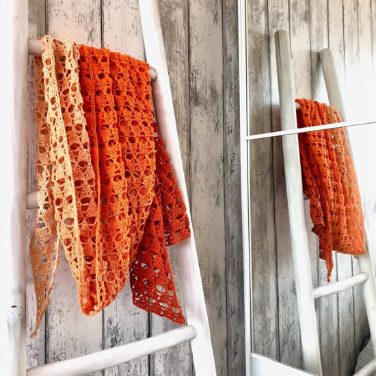 Scheepjes Whirl crochet pattern, Dip Dye Piramid Shawl by Jellina Creations | Happy in Red