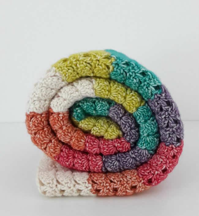 Crochet blanket Scheepjes Stonewashed | Crochet pattern sea shell blanket, crochet pattern by Happy in Red