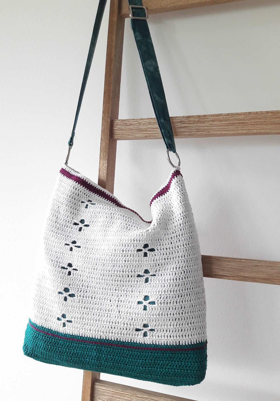 Funky Fifties Bag (Call the midwife bag), crochet pattern and sewing instructions | Happy in Red