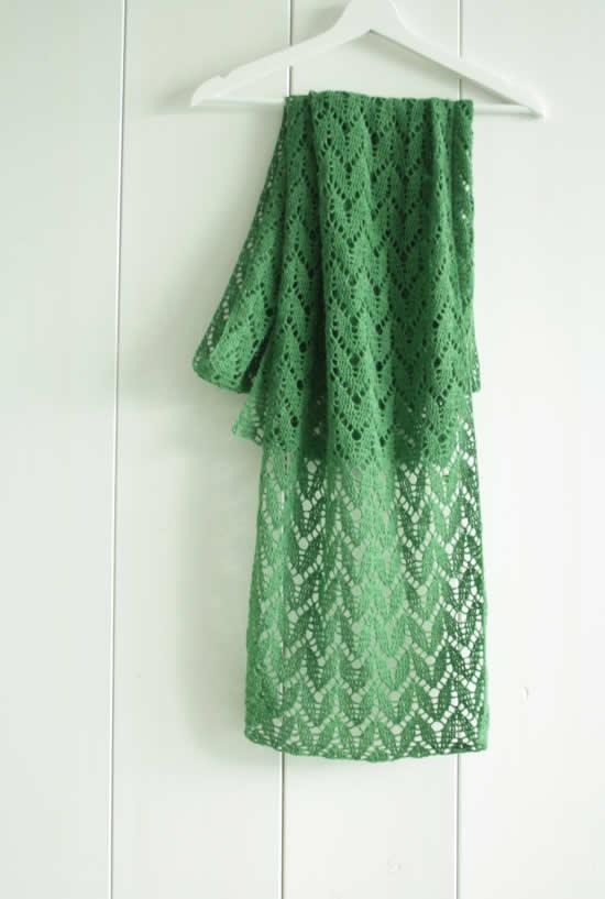 Green crochet shawl | Happy in Red