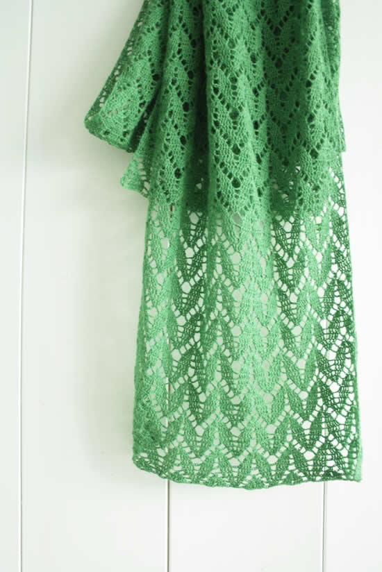 Crochet lace sfarf, free pattern | Magnola leaf scarf, crochet pattern | Happy in Red