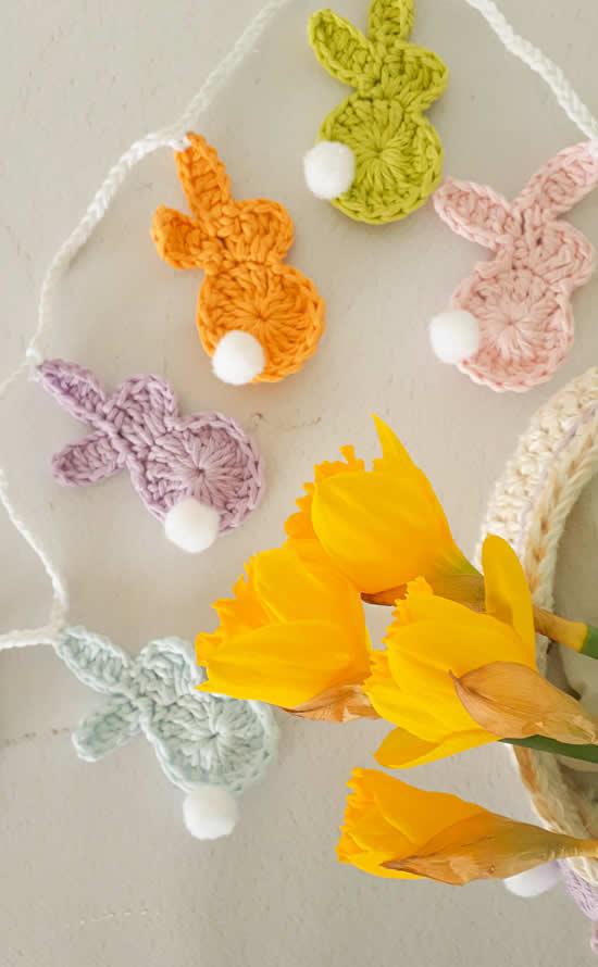 Crochet easter bunnies, free crochet pattern | Happy in Red