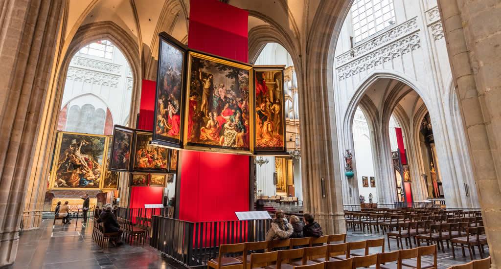 Onze-Lieve-Vrouwekathedraal Antwerpen | Happy in Red