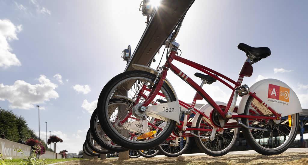 Fietsen in Antwerpen | Baja bikes Antwerpen | Happy in Red