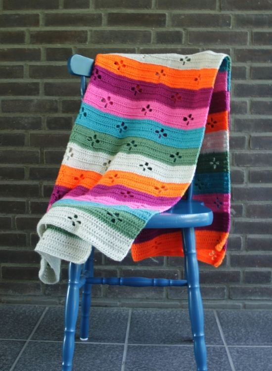 Funky Fifties Blanket (Call the midwife blanket) | Funky Fifties Blanket in Scheepjes Colour Crafter | Happy in Red