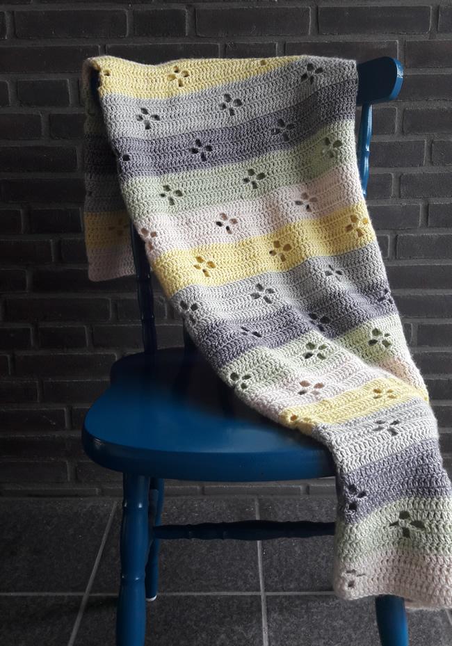 Crochet blanket: funky fifties blanket | Call the midwife crochet blanket | Happy in Red