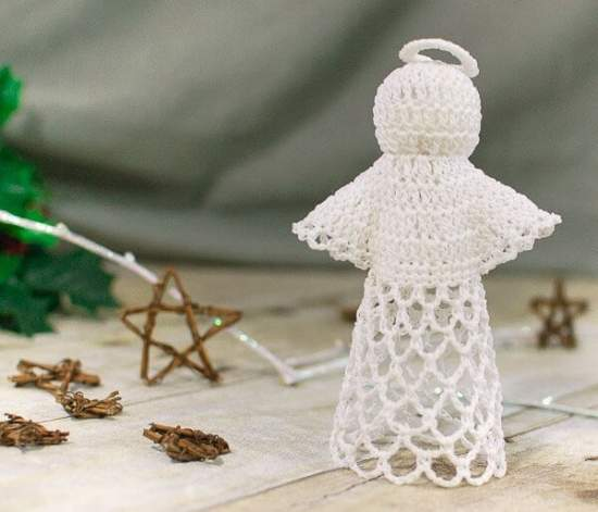 Lace crochet angel, pattern and photo by Petals to Picots   Happy in Red