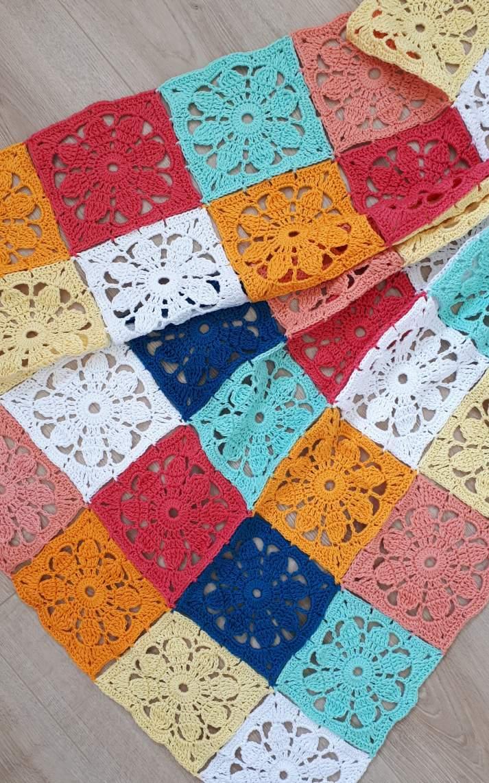 Thousand Daisies crochet blanket   Crochet blanket, crochet pattern by Happy in Red